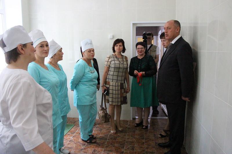Міський голова спілкується з працівниками їдальні ДНЗ №83