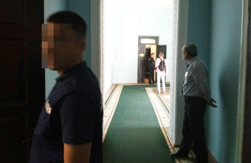 Поліція таГПУ прийшли зобшуками в міськраду Полтави