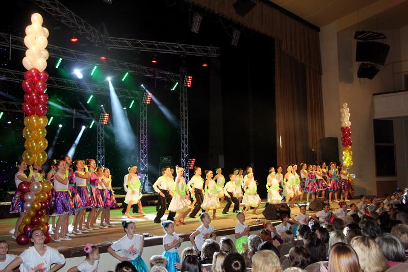 Творчі колективи Палацу дитячої та юнацької творчості вітають освітян зі святом