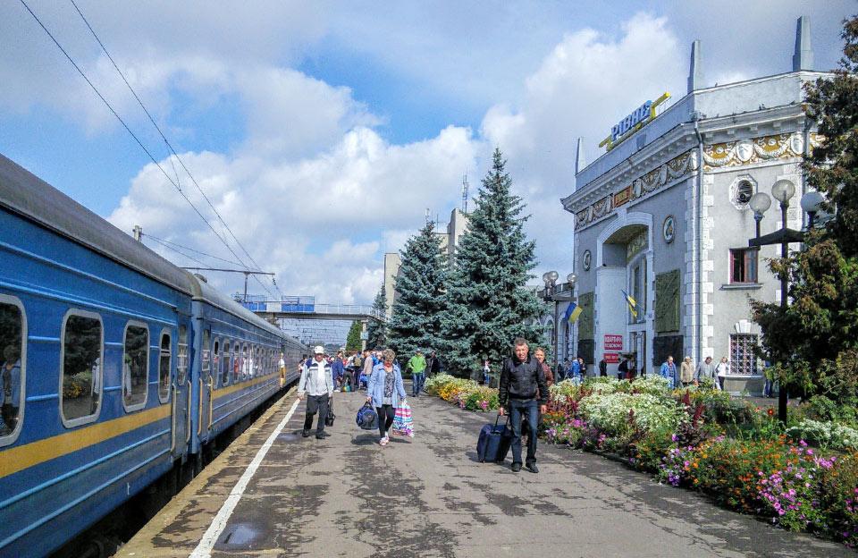 Залізничний вокзал у Рівному