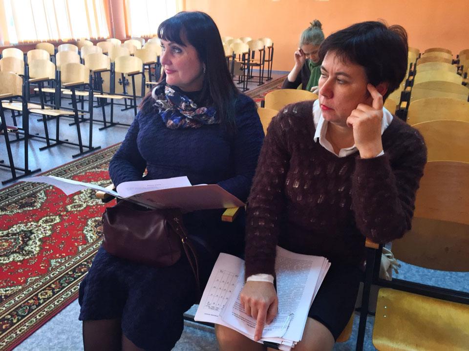 Олена Харченко (зліва)