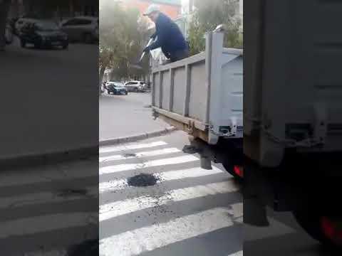 Поточний ремонт доріг у Полтаві на вул. Пилипа Орлика (2017.10.10)