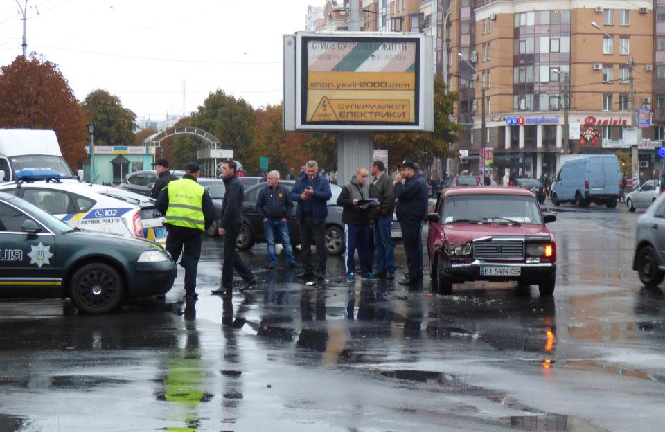 ДТП на перехресті вулиць Сінної та Соборності