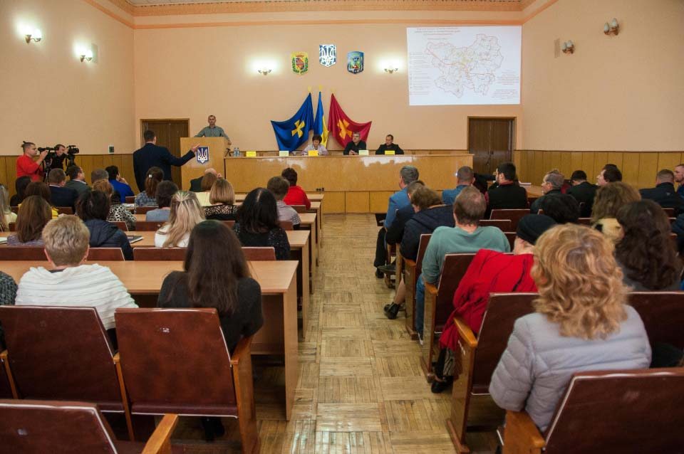 Обговорення питання ремонту доріг з громадою Лубенського району