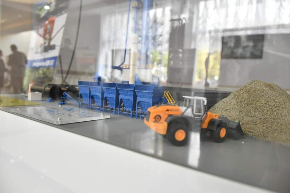 Експозиція Кременчуцького заводу дорожніх машин