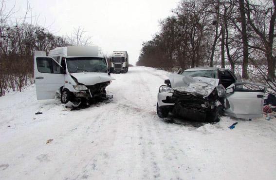 Мікроавтобус Merсedes-Benz та ВАЗ-2170 після ДТП