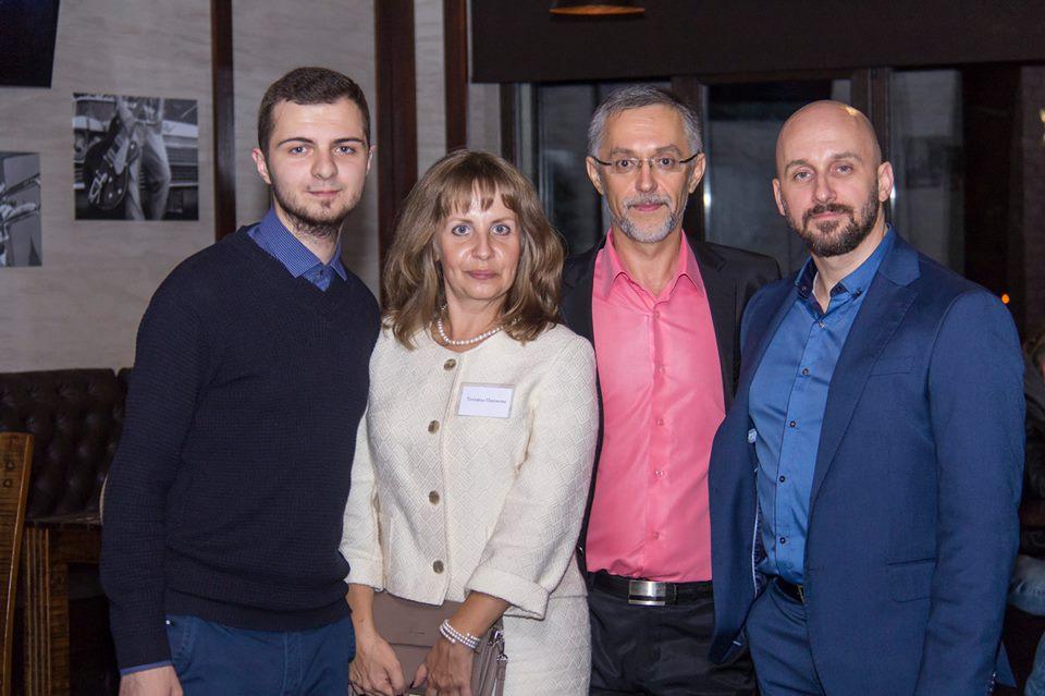Максим Іванов (крайній зліва)