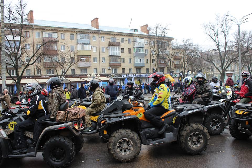 На параді перед театром ім. Гоголя