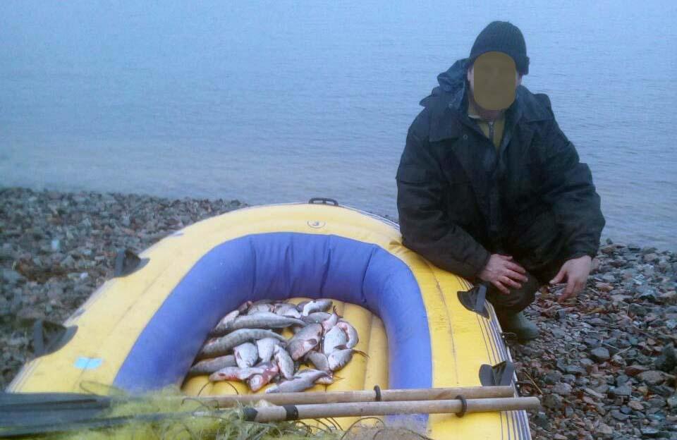 Вилучені човен, сітки та риба — 20 листопада, перший випадок