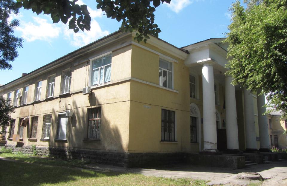 Комунальний заклад «3-я міська клінічна лікарня» на площі Слави, 2