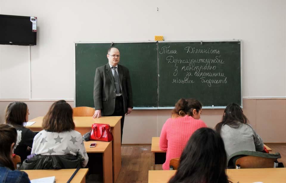 Завідувач сектору по роботі з персоналом Сергій Ткач