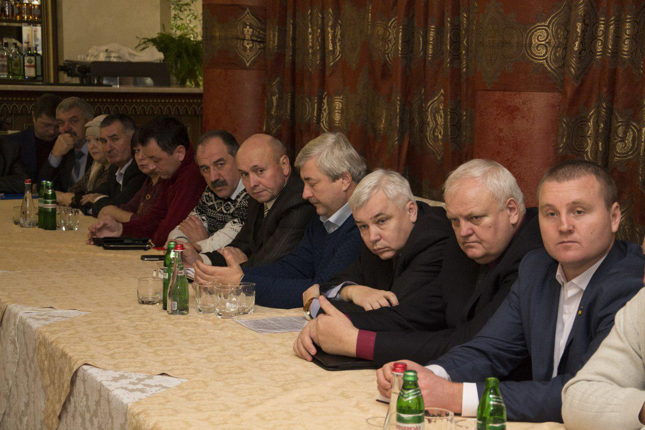 Учасники зустрічі — голови ОТГ та директори Департаментів ОДА