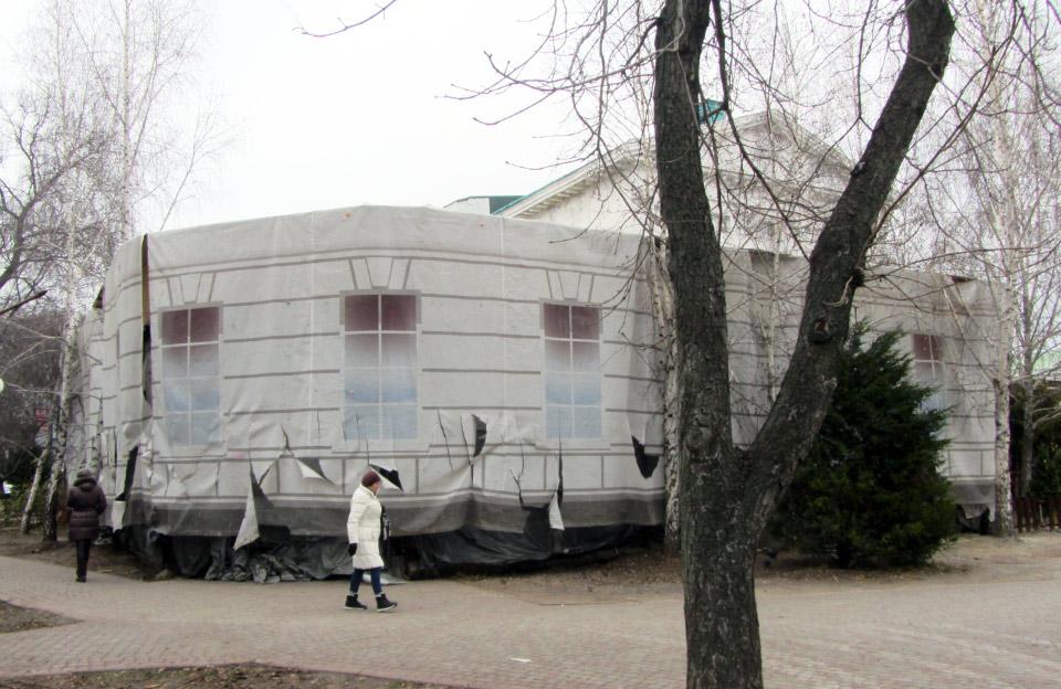 Будівництво біля історичної будівлі колишнього кінотеатру ім. Котляревського