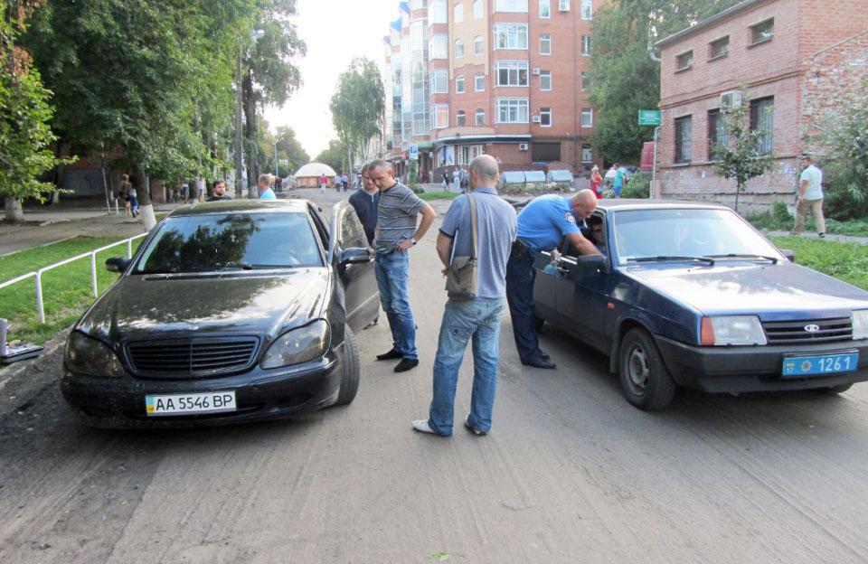 Mercedes-Benz S550 в якому знаходився Ілля Тищенко