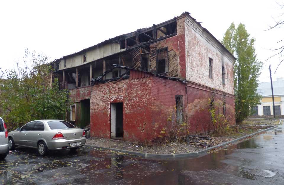 Залишки історичної будівлі на Павленківській площі, 6