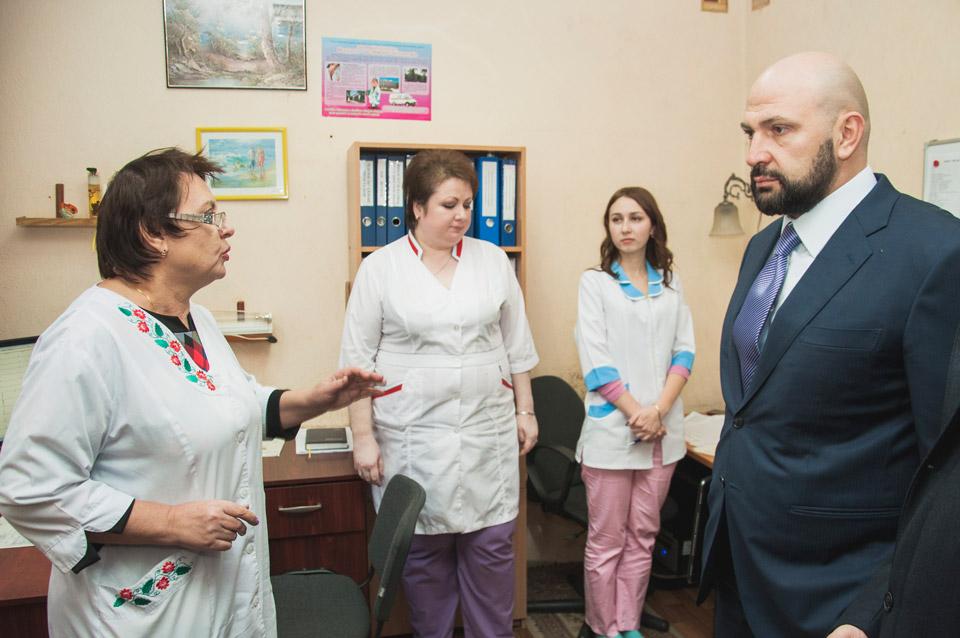 Лев Парцхаладзе пройшовся кабінетами Полтавського обласного центру екстреної медичної допомоги та медицини катастроф.