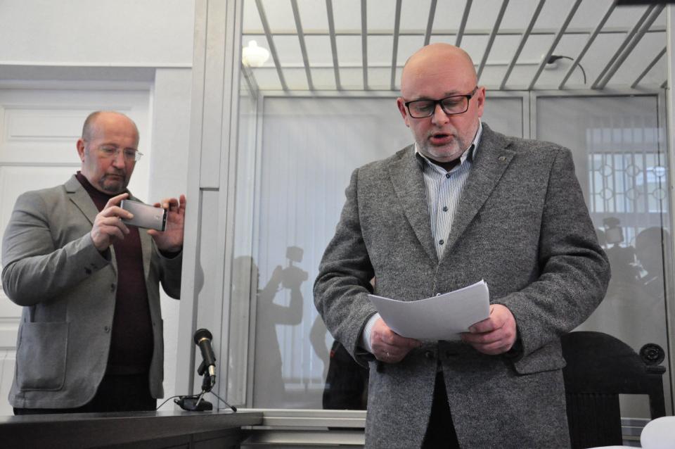 Праворуч — адвокат Ігор Гонжак
