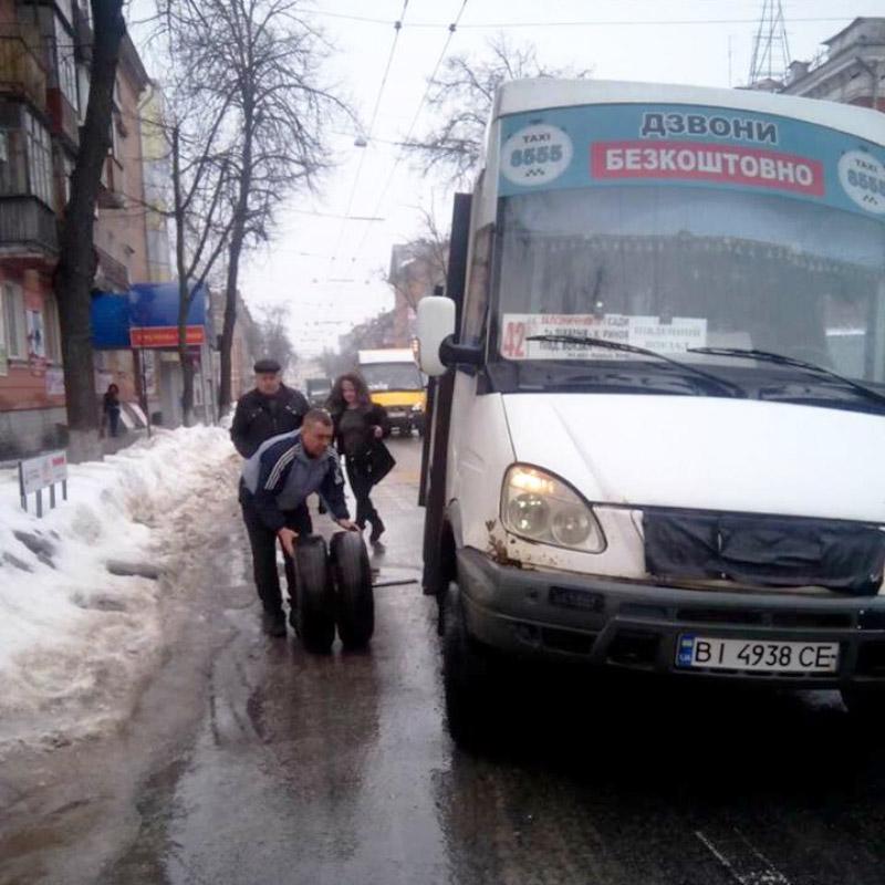 Уполтавської маршрутки під час руху відпало колесо