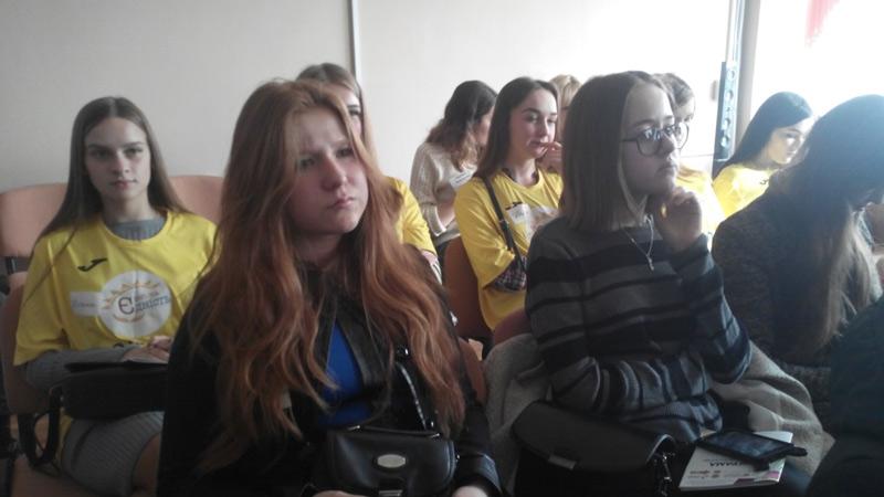 Учасники на відкритті Школи волонтера