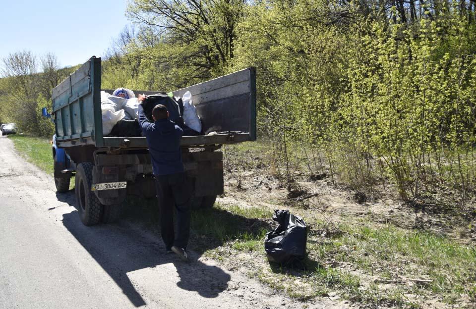 Кузов вантажівки був заповнений майже повністю