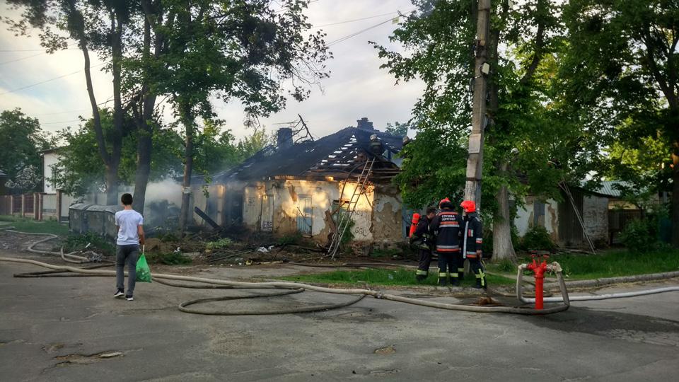 На «Майзлях» горіла покинута будівля