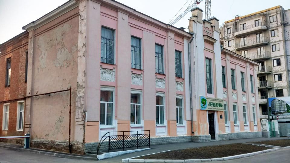 Старий корпус ПСНВК № 26 «Перші кроки» на вул. Стрітенській