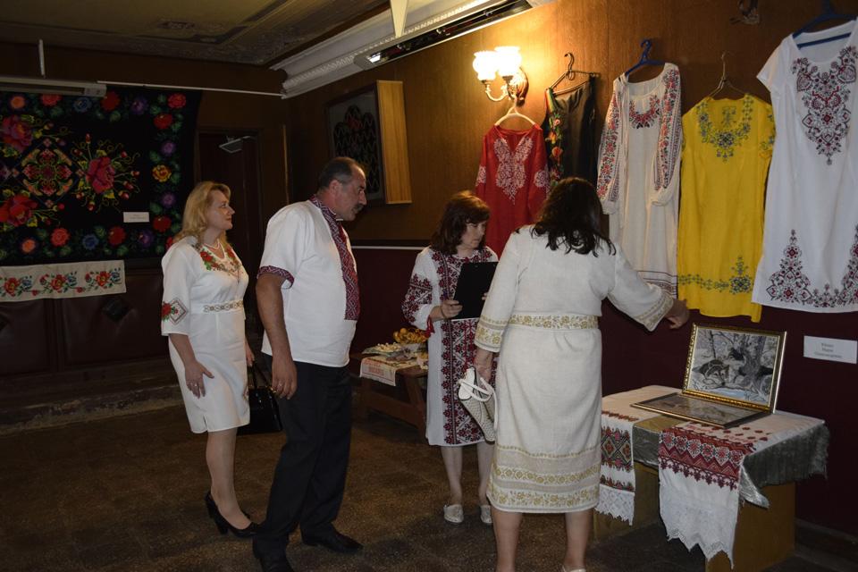 У будинку культури була представлена виставка творчих робіт плосківців