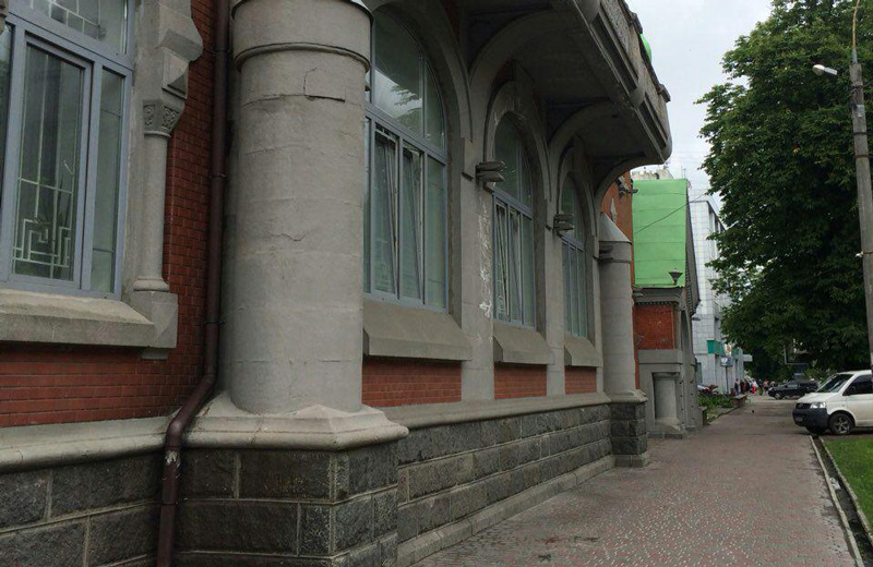 Колишній УБОЗівець справив природну потребу під балкон будівлі СБУ