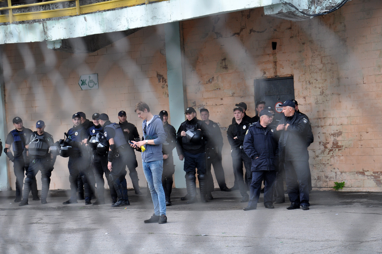 Безпеку під час матчу забезпечувало близько 200поліцейських.