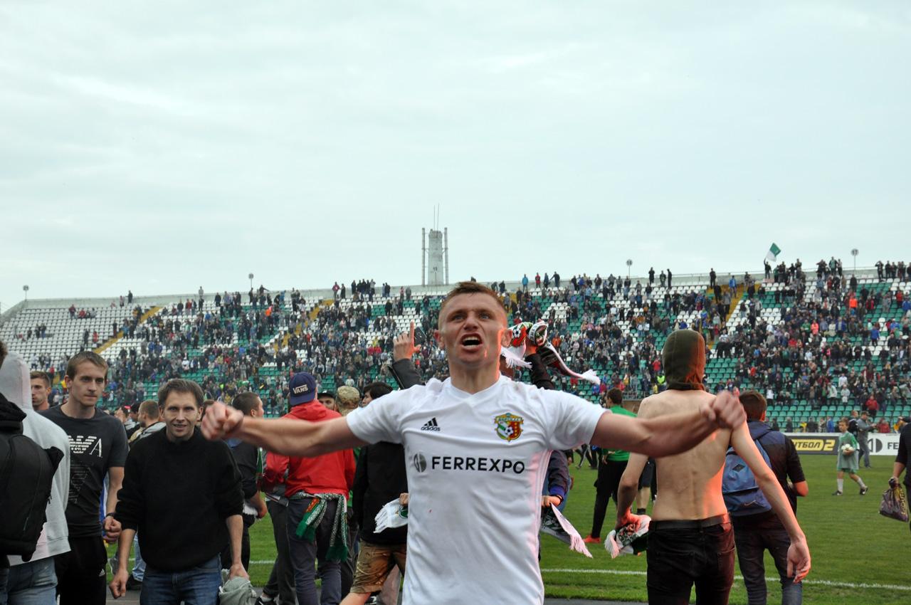 Михайло Сергійчук нестримує емоцій. Він віддав гольову передачу Денису Васіну, який забив другий гол «Ворскли».