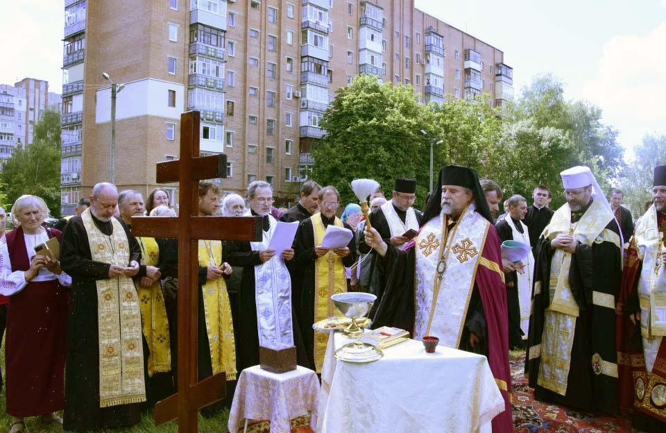 Освячення хреста на місці майбутньої церкви