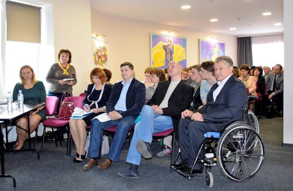 Учасники круглого столу«Інклюзивний простір в контексті доступності до освітніх закладів Полтавщини»