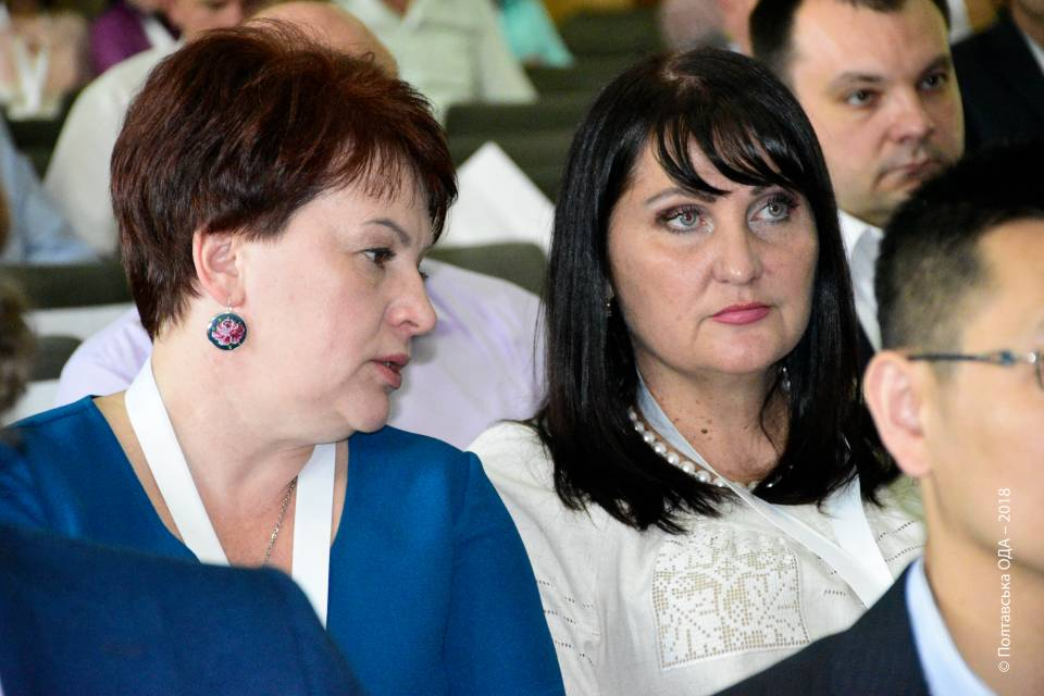 Олена Харченко (праворуч)