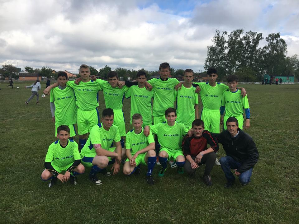 Минулого року Євген Мартиненко створив юнацьку футбольну команду «Фермерського господарства «Ваці»