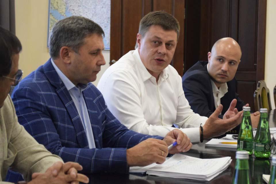 Юрій Тимоха (в центрі)