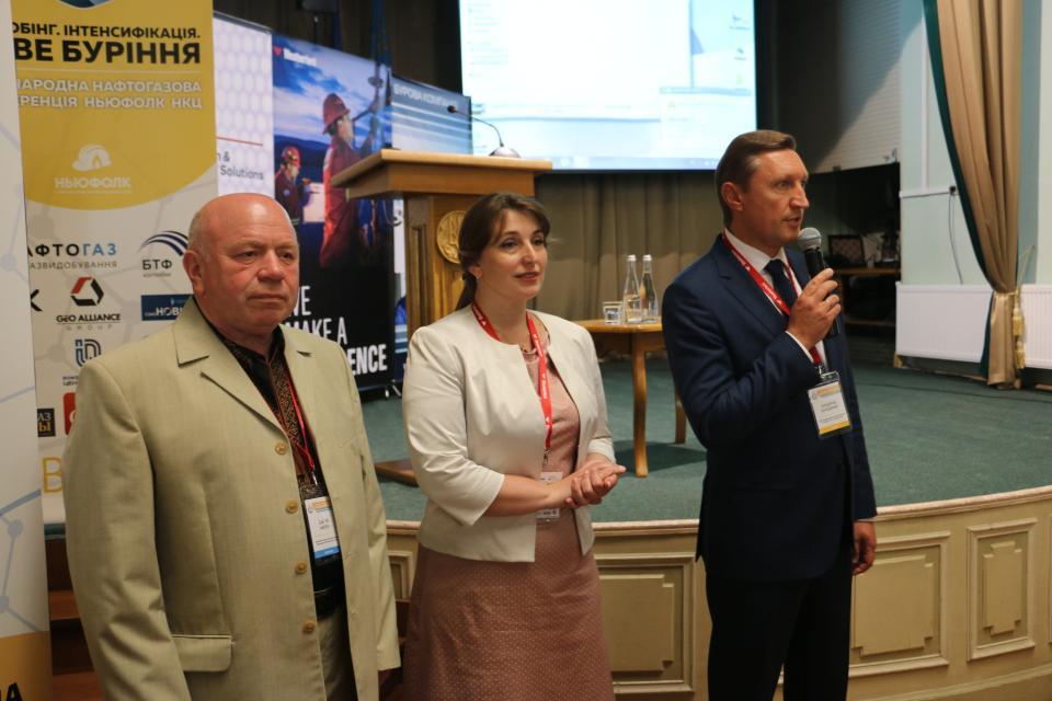 Директори коледжів нафти та газу та Володимир Онищенко
