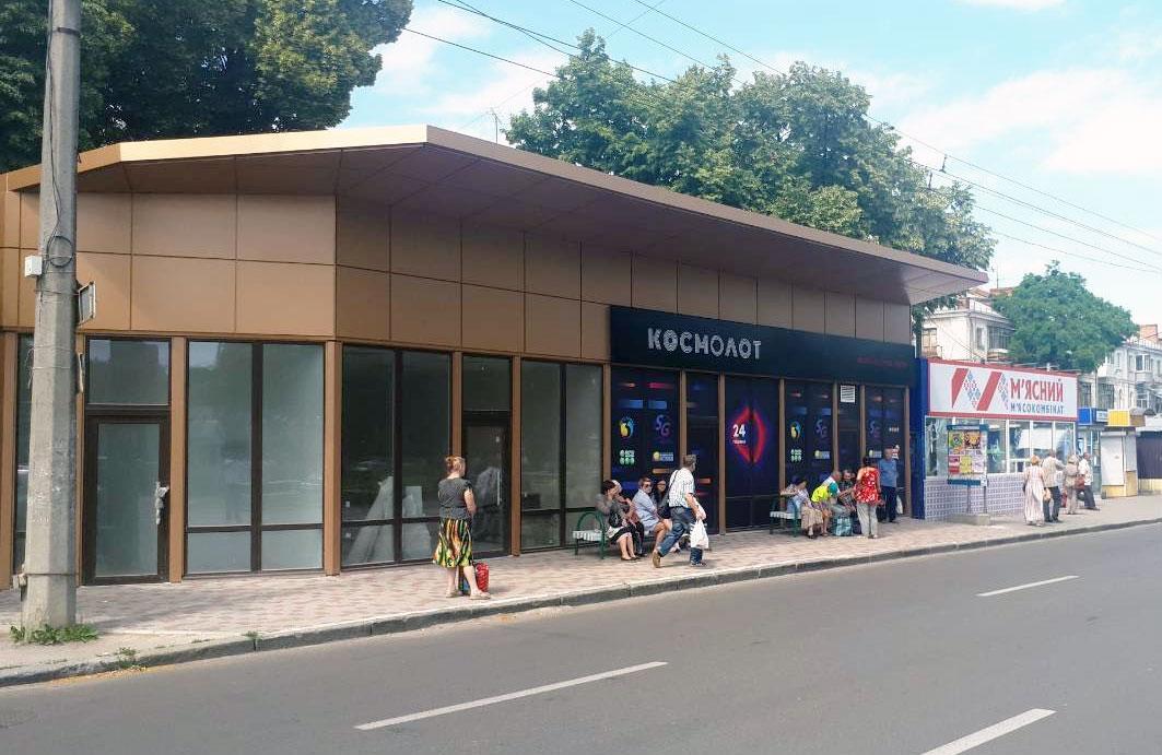 Новий МАФ поряд з зупинкою «вулиця Героїв-чорнобильців»