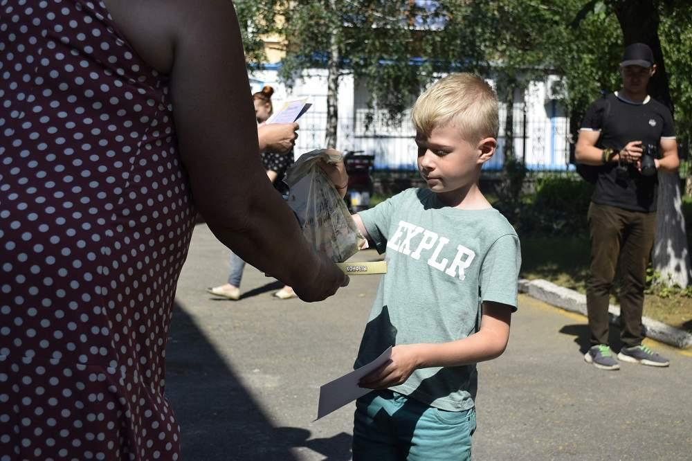 Діти отримали грамоти, подарунки та солодощі