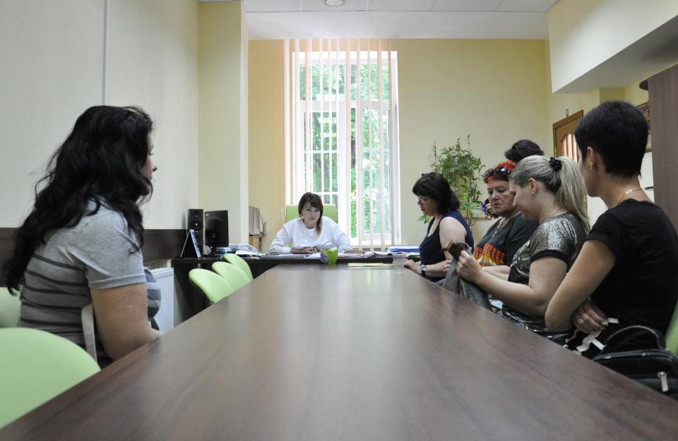 Вчителі та батьки на зустрічі з начальником управління освіти