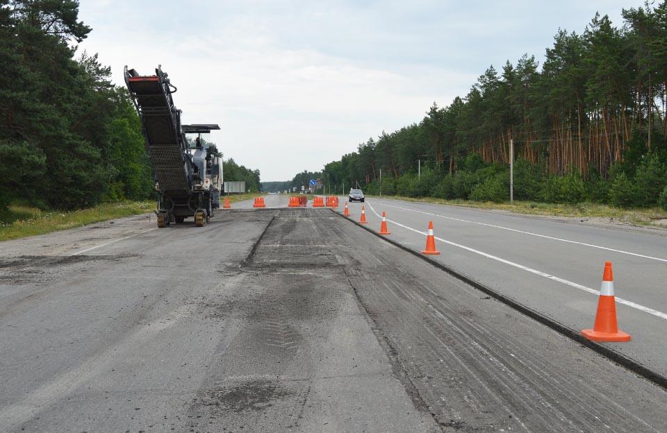 Поточний середній ремонт траси Київ — Харків біля села Копили