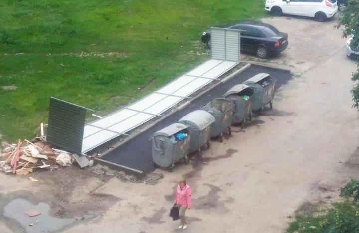 Майданчик для сміттєвих баків на вул. Курчатова