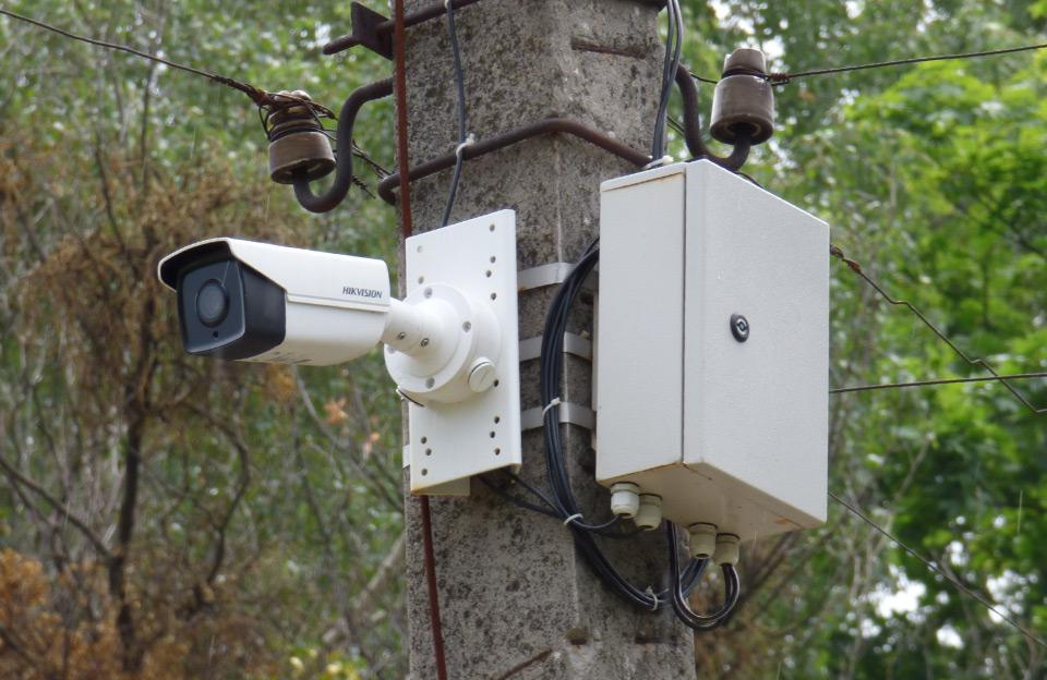 Одна з камер системи «Безпечне місто», що встановили на вул. Шведській