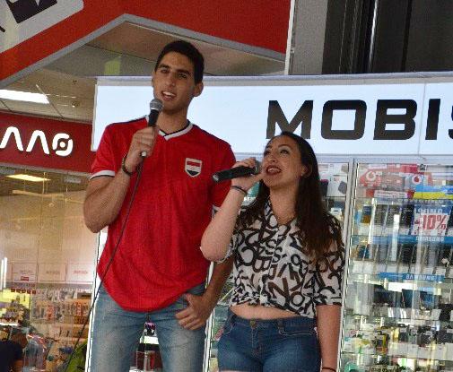 Єгиптяни Адель та Джесі співають національну пісню