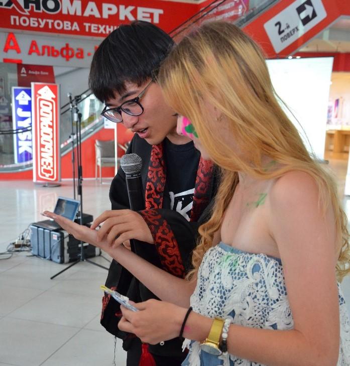 Стівен з Китаю говорить передбачення на майбутнє нашій гості