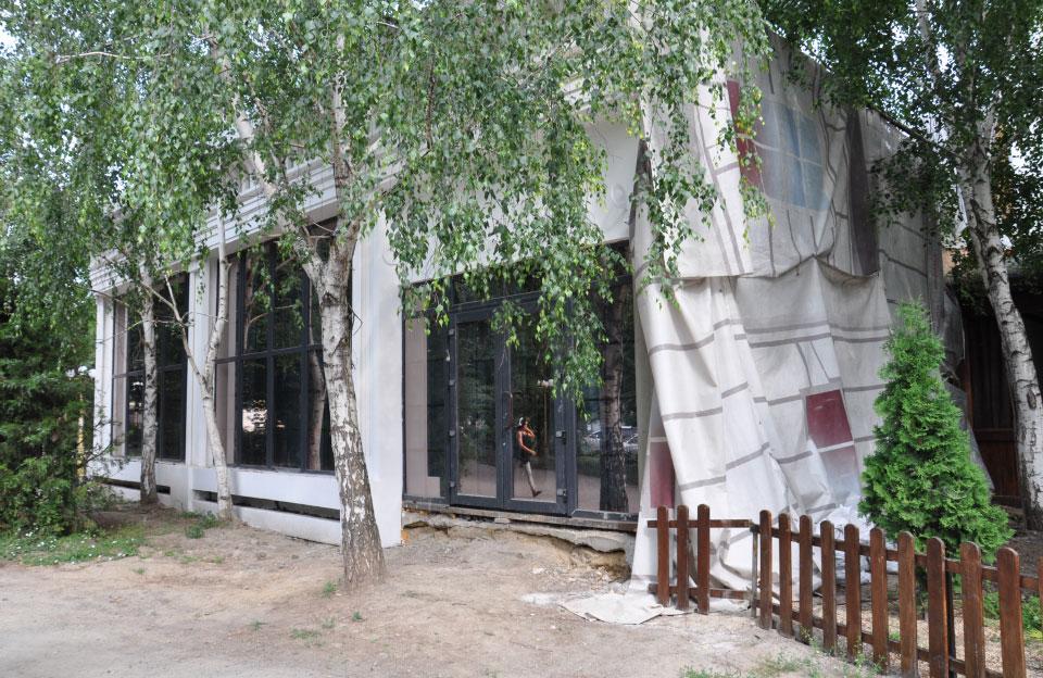Тимчасова споруда ТОВ «Старнайт» на вул. Соборності, 31