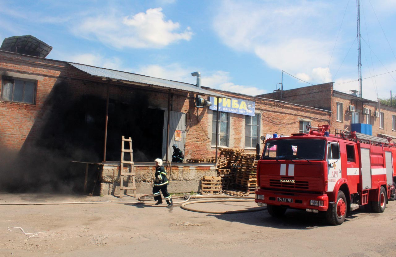 Пожежа на складі ТОВ «Прогрес-ПТЦ» (вул. Овочева, 7б)