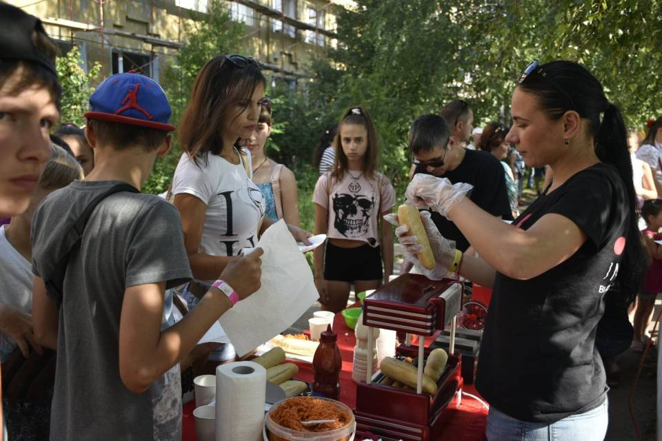 Діти брали учатсь у приготування попкорну та хот-догів