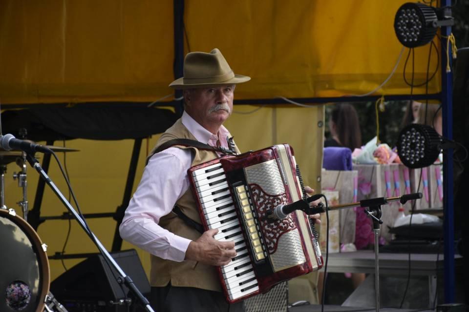 Учасники концерту грали на різноманітних інструментах