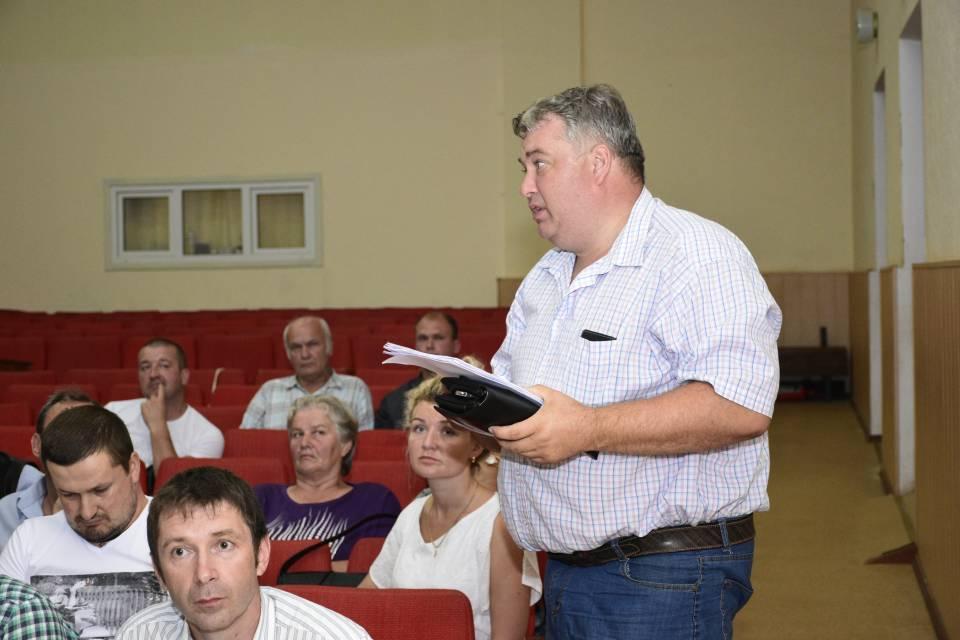 В'ячеслав Макаренко говорить, що в громаді будуть боротися з амброзією та отруйними зміями