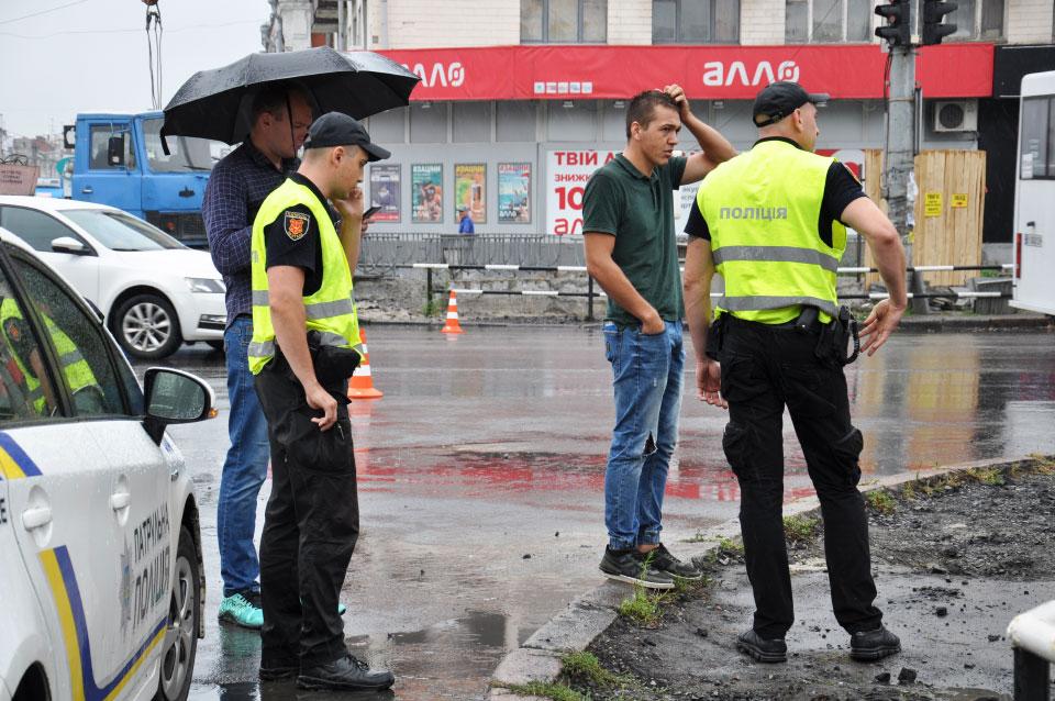 Между полицейскими — водитель Opel Combo
